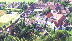Kloster Luftaufnahme von Nordnordwesten Juli 2016