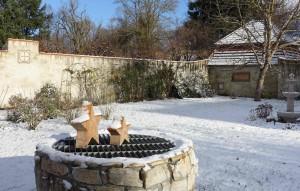 Zwei Brunnen im Schnee quer Dez 2017